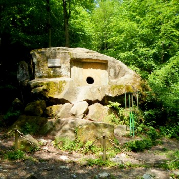 «Волконский дольмен и 33 водопада» - обзорная экскурсия